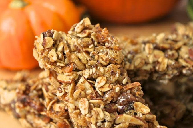 Pumpkin Pie Granola Bars - Healthy, delicious, portable and with all the flavors of fall!