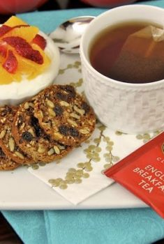 Cinnamon Raisin Breakfast Crisps