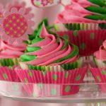 Swirly-Girly White Chocolate Cupcakes w/ Vanilla Bean Icing