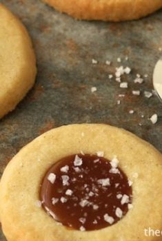 Old-Fashioned Shortbread Cookies with Salted Caramel