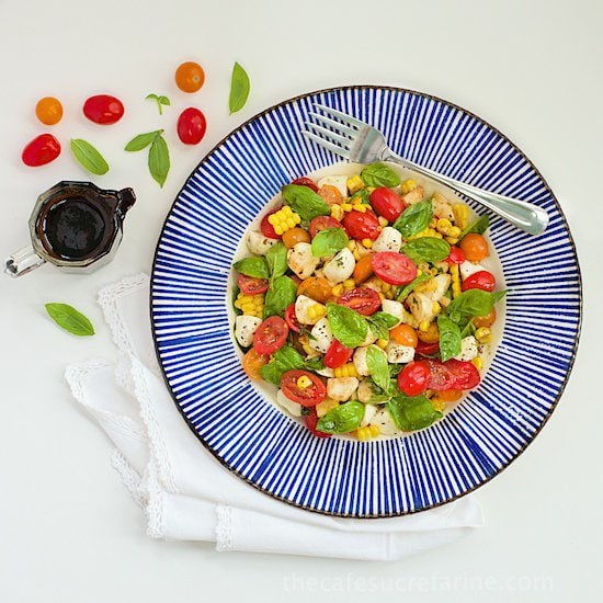 √√Caprese Salad with Fresh Corn - A fabulous salad that just seems to scream SUMMER!