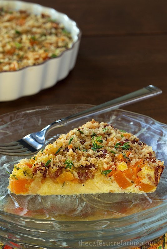 Crustless Bacon and Butternut Squash Quiche - super delicious and perfect for breakfast, brunch, lunch and casual dinners. It's also decently healthy really easy to throw together!