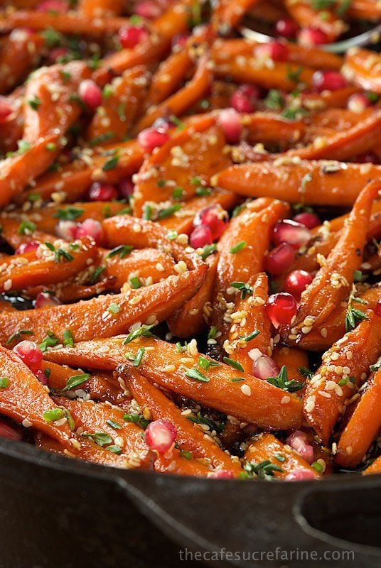 These Honey Maple Roasted Carrots are like candy and transform the everyday humble carrot into something spectacular and super delicious! #roastedcarrots, #easyglazedcarrots