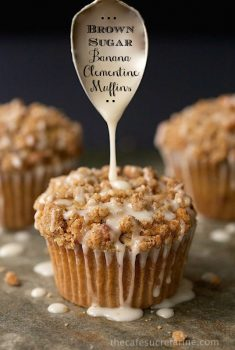 Brown Sugar Banana-Clementine Muffins - with chunks of sweet banana and lots of fresh clementine zest, these delicious, crumb topped muffins are sure to please everyone in the family!