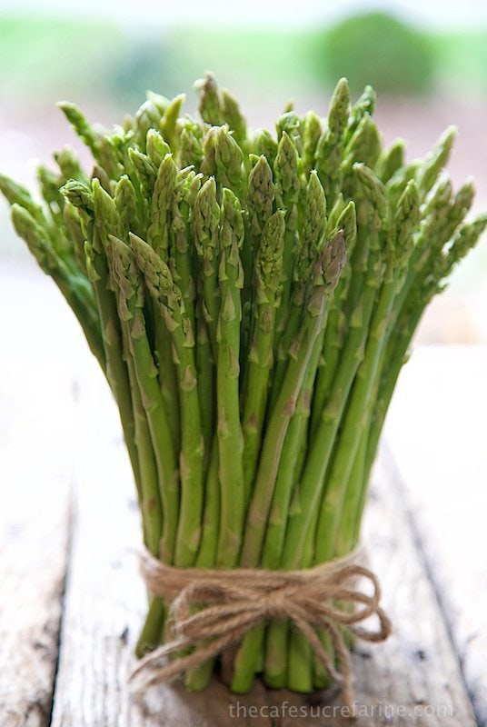 Vertical picture of asparagus