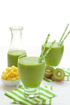 This Fresh Pineapple and Kiwi Protein Smoothie is exactly what you should be drinking, especially after those months of rich, calorie-ladened comfort foods!