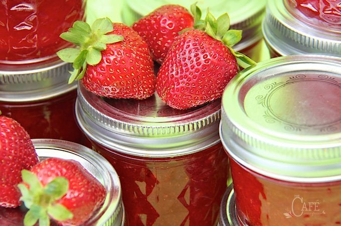 Easy Strawberry Balsamic Black Pepper Jam - Oh my! This stuff is amazing! It's sweet, spicy and super delicious! www.thecafesucrefarine.com