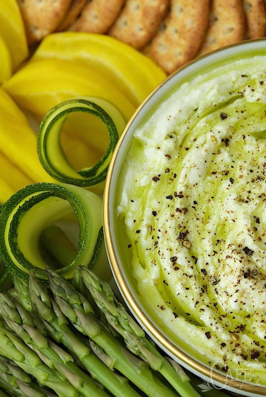 Lemon Tahini Dip with Crudites - a perfect appetizer, super delicious, yet decently light, lean and healthy. thecafesucrefarine.com