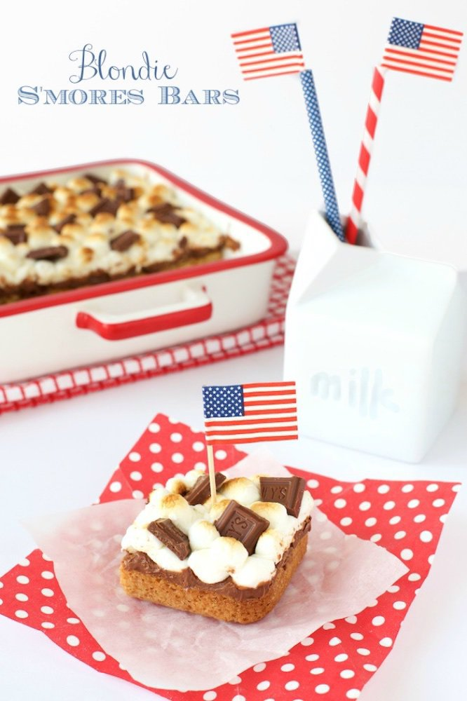 Blondie S'mores Bars - a merging of two all time favorite sweet treats, blondies and good old fashioned s'mores. www.thecafesucrefarine.com