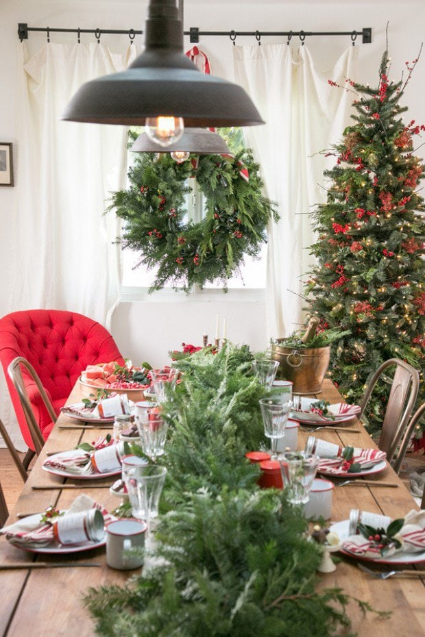 Holiday tables cape ideas from Sugar and Charm.