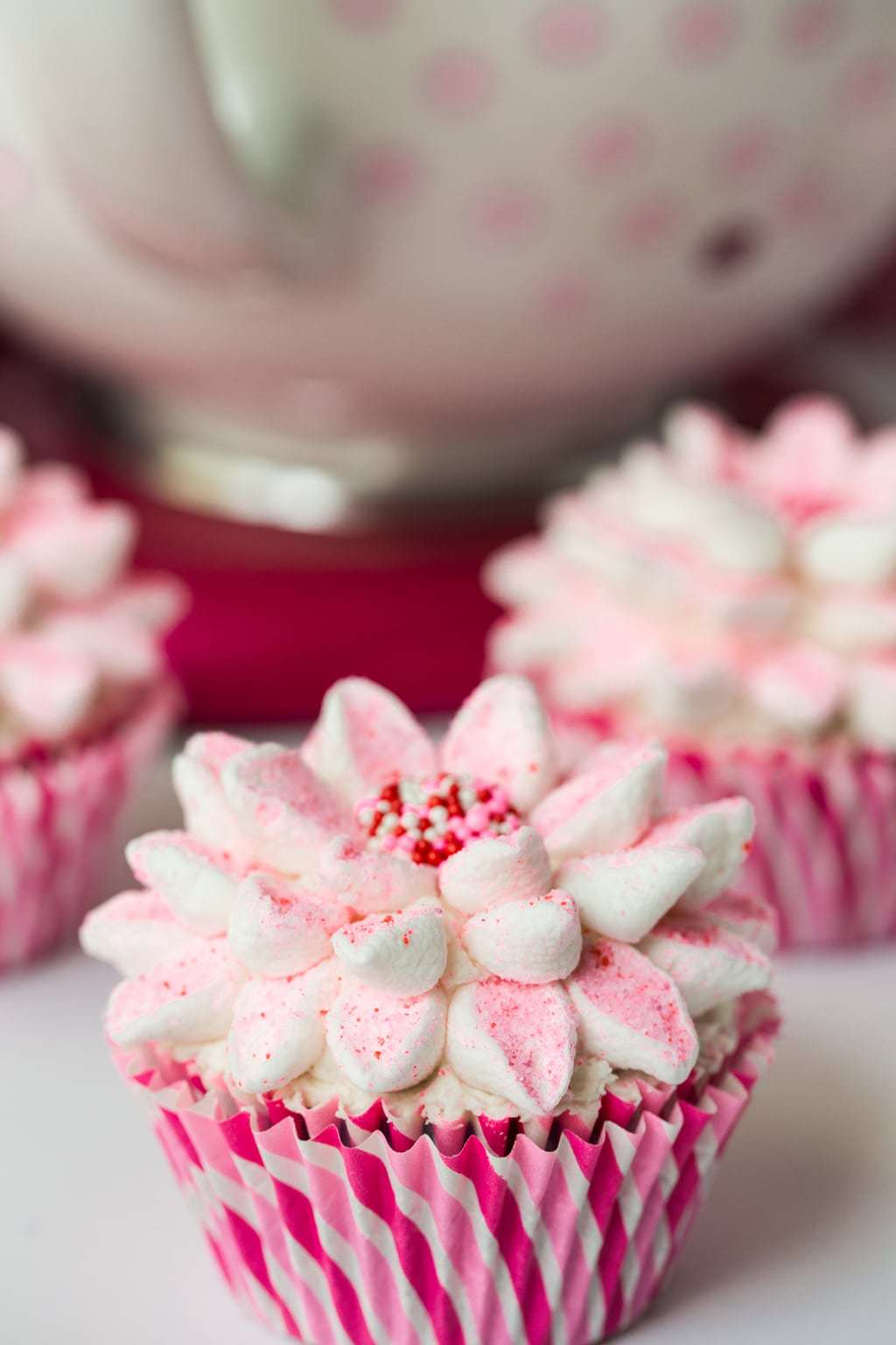The Easy Way to Decorate Beautiful Cupcakes