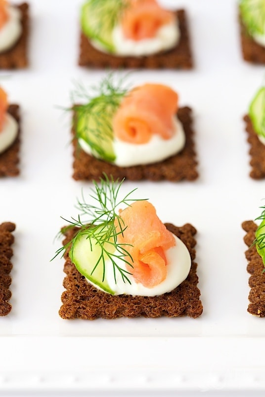 Goat cheese mousse and smoked salmon canap s the caf sucre farine - Remplacer mousse canape ...