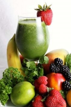 Green Smoothie - loaded with everything good and healthy, this smoothie will keep you satisfied for hours!