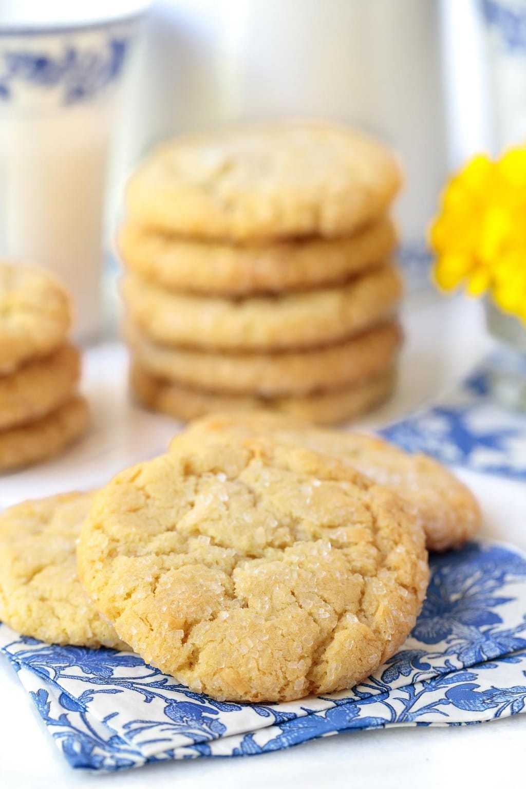 If you love one-bowl, no-mixer, cookies with crisp edges and chewy centers, raise your hand. Hello, Lemon Coconut Sugar Cookies! #lemoncookies, #onebowlcookies, #easycookies