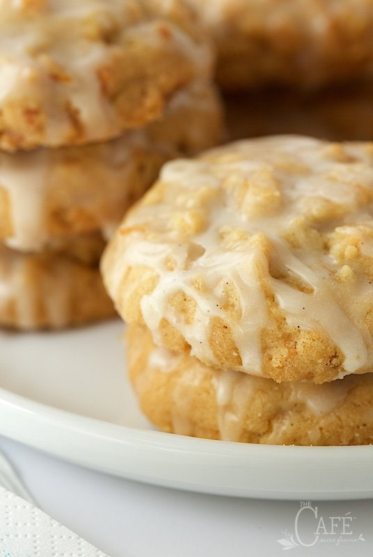 Lemon Vanilla Bean Coconut Crunch Cookies - the name explains a lot but it doesn't tell that they're also buttery, crisp and melt-in-your-mouth delicious! thecafesucrefarine.com