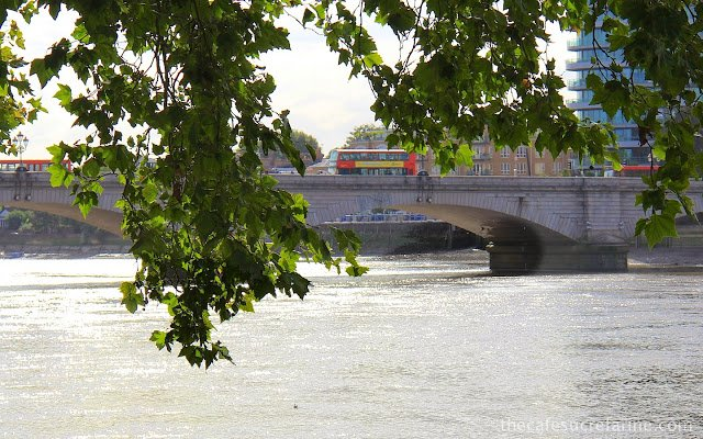 A photo of Putney Bridge over the Thames River in London.