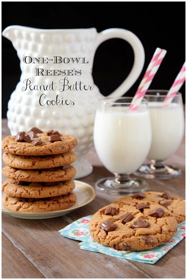 If you love peanut butter cookies and quick, easy recipes, you\'ll go crazy over these crisp, buttery, One-Bowl Reese\'s Peanut Butter Cookies! #cookies, #bestcookies, #bestpeanutbuttercookies, #easycookies, #easy, #easypeanutbuttercookies