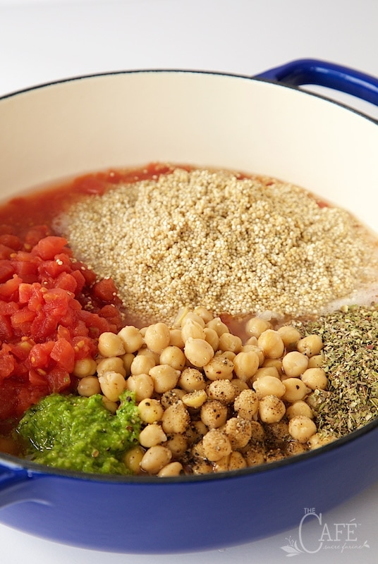 One Pot Mediterranean Quinoa - so easy, super healthy , fresh and crazy delicious too! thecafesucrefarine.com
