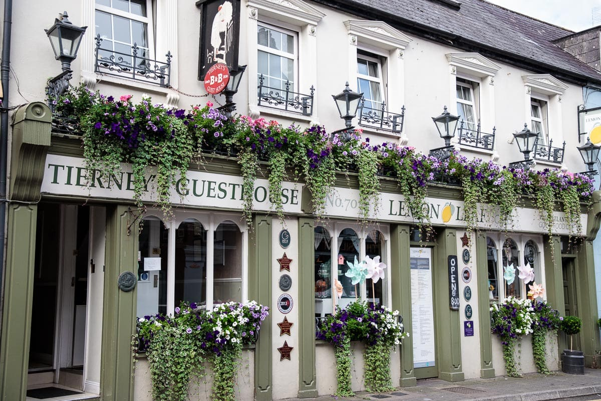 Photo of a guesthouse and restaurant in the coastal town of Kinsale, Ireland.