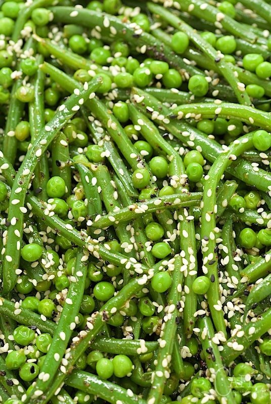 This Sesame Ginger Green Bean Salad is so easy, and almost completely make ahead. Just throw it together at the last minute and expect rave reviews! www.thecafesucrefarine.com