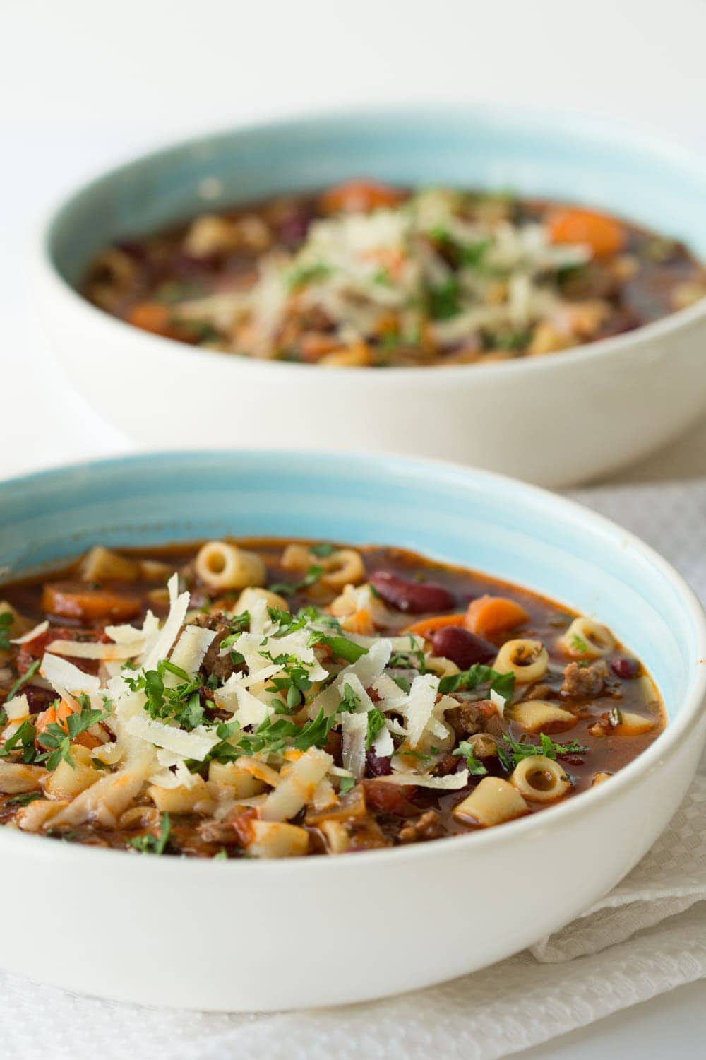 Slow Cooker Pasta e Fagioli - a super delicious, classic Italian soup. Takes about 45 minutes to prep, the slow cooker does the magic! Walk in the door, after a long day and the most amazing fragrance will greet you! thecafesucrefarine.com