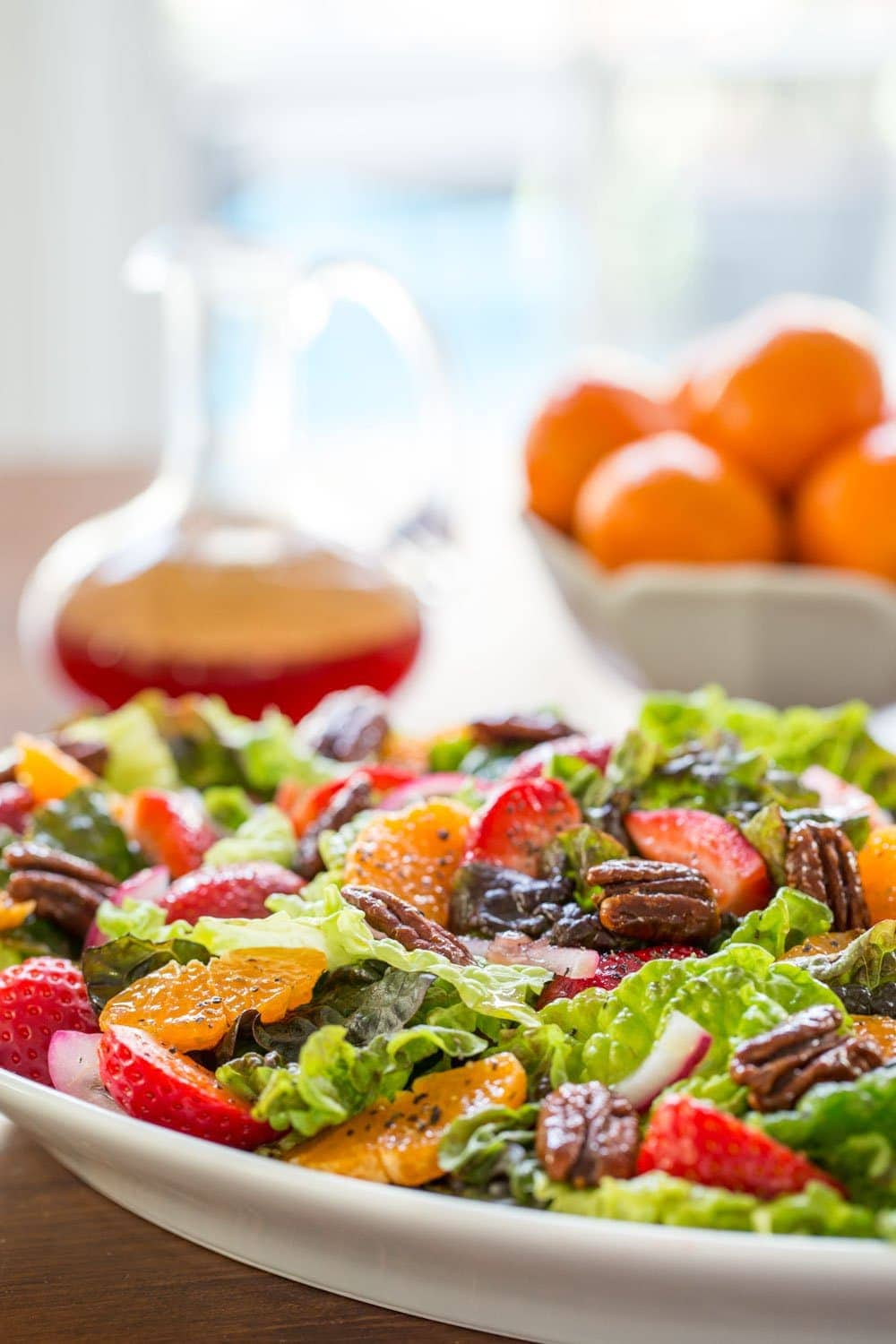 Strawberry Clementine Salad with Red Wine Vinegar Dressing - With an easy, sweet, tangy dressing and a topping of caramelized pecans, this delicious, fresh salad will add a splash of pizzazz to any meal. thecafesucrefarine.com