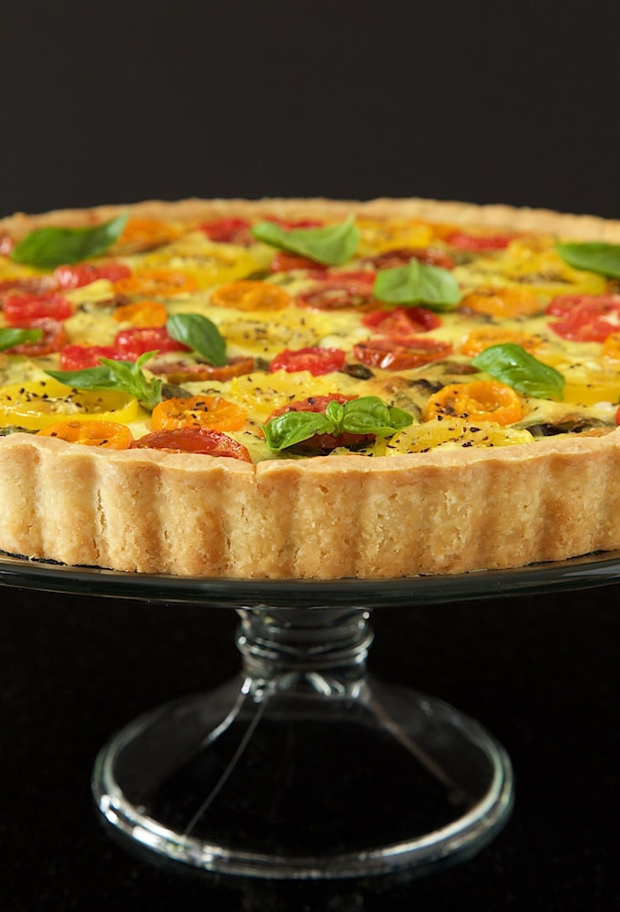 Tomato, Basil and Fresh Mozzarella Tart - with a super easy press-in crust, glistening jewel-hued tomatoes and lots of fresh basil, this tart makes a beautiful breakfast, lunch or dinner! thecafesucrefarine.com