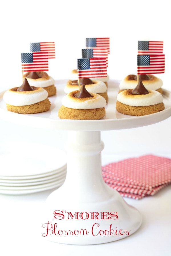 These easy, delicious  S\'Mores Blossom Cookies include all the favorite flavors of the All-American campfire favorite, S\'mores! #s\'mores, #smores, #easycookierecipe, #easyfourthofjulyrecipe, #patriotic, #americanrecipe