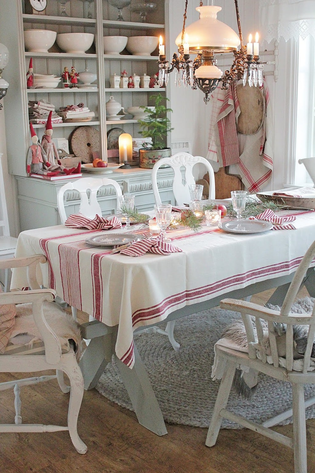 Photo of a holiday tablescape by Vibeke Design.